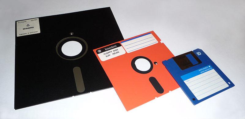 800px-Floppy_disk_2009_G1